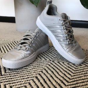 K-Swiss Silver Tennis Shoes 8